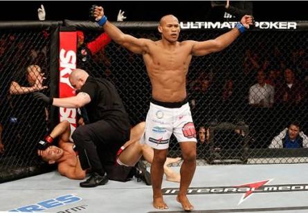 R. Jacaré (foto) aguarda retorno ao UFC em 2014. Foto: Josh Hedges