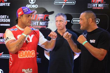 V.Belfort (esq.) e D.Henderson (dir.) se enfrentam neste sábado (9). Foto: Weimer Carvalho/UFC
