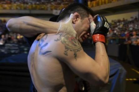 R. Jason chora após derrota no UFC Fight Night 32. Foto: Inovafoto