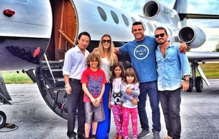 V. Belfort desembarca nas Bahamas acompanhado da família. Foto: Instagram/Reprodução