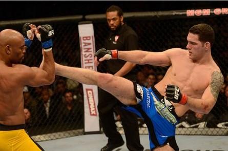 Weidman (dir.) saiu vencedor nas duas lutas contra Anderson (esq.). Foto: Divulgação
