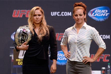 M. Tate (dir.) encara R. Rousey (esq.) no UFC 168. Foto: Josh Hedges/UFC