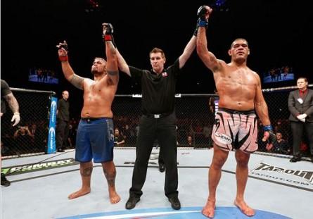 Luta entre Hunt e Pezão terminou em empate. Foto: Divulgação/UFC