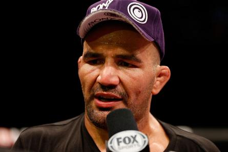 Glover (foto) tem um cartel de 22 vitórias e 3 derrotas. Foto: Josh Hedges/UFC