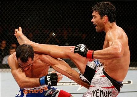 22 Lyoto Machida kicks Gegard Mousasi