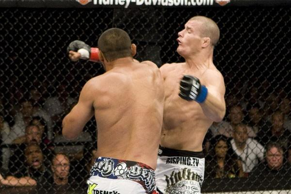 Nocaute de Henderson em Bisping marcou história no UFC 100. Foto: Divulgação/UFC