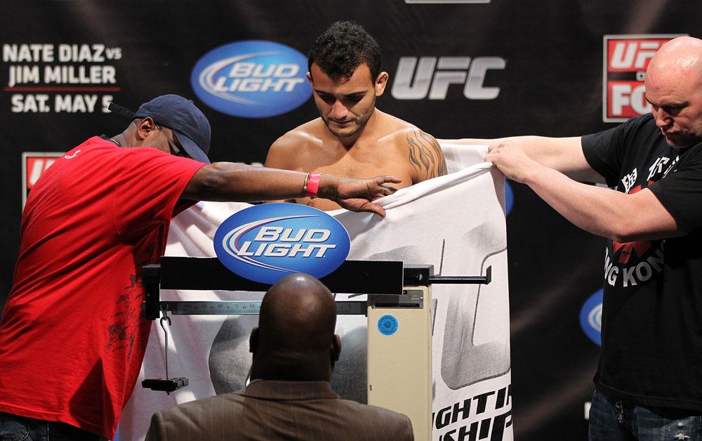 Lineker (foto) tem histórico conturbado com a balança do UFC. Foto: Josh Hedges/UFC