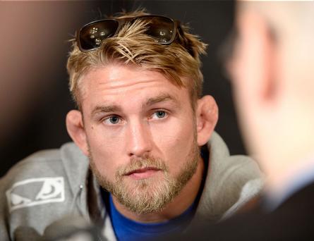A. Gustafsson (foto) não gostou da opção do UFC por adiar Jones x Cormier. Foto: Josh Hedges/UFC