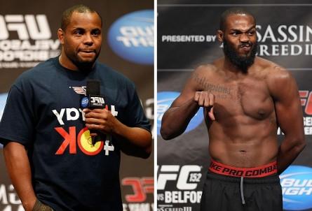 J. Jones (esq.) acredita que D. Cormier (dir.) ainda deve enfrentar lutadores de mais renome na divisão. Foto: Produção MMA Press (Josh Hedges/UFC)
