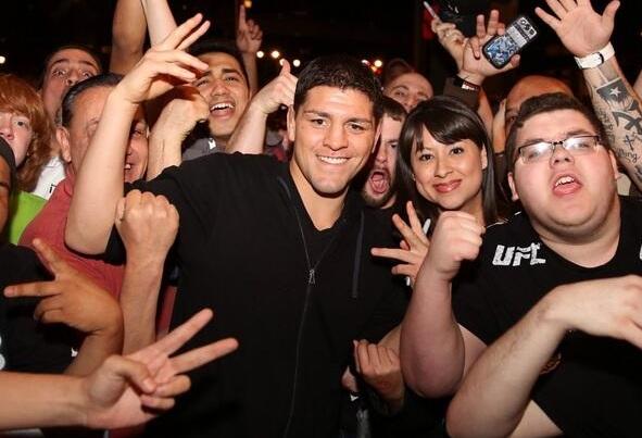 N. Diaz se mostra à vonta com o público durante o UFC 171. Foto: Reprodução/Twitter