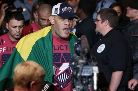 Pezão (foto) espera retornar ao UFC em setembro. Foto: Josh Hedges/Zuffa LLC/