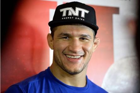 Cigano (foto) faria sua primeira luta pelo UFC no Brasil em maio. Foto: Jeff Bottari/Zuffa LLC