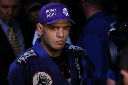 Dos Anjos (foto) é o brasileiro mais bem colocado no ranking dos leves do UFC. Foto: Ed Mulholland/Zuffa LLC