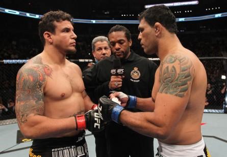 Minotauro (dir.) e F. Mir (esq.) em seu segundo encontro, em 2011. Foto: Josh Hedges/UFC