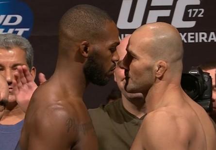 J. Jones (esq.) e G. Teixeira (dir.) na pesagem do UFC 172. Foto: YouTube/Reprodução