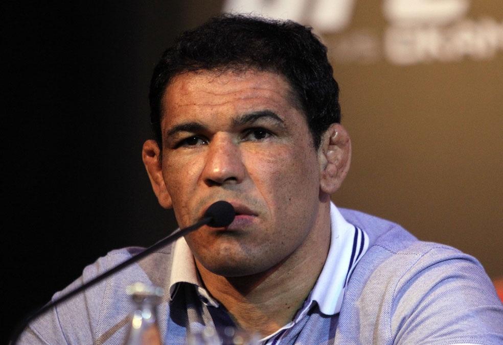 Rodrigo Minotauro defendeu o MMA em projeto que prevê banimento do esporte na TV Foto: Josh Hedges/UFC
