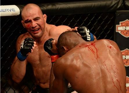 Teixeira (esq.) é o terceiro colocado do ranking do UFC. Foto:  Patrick Smith/Zuffa LLC