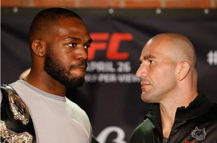 Jones (esq.) e Teixeira (dir.) lutam pelo título no UFC 172. Foto: Josh Hedges/Zuffa LLC