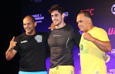 Cara de Sapato (centro) com sua equipe após o treino aberto do TUF Brasil 3 Final. Foto: Lucas Carrano/SUPER LUTAS
