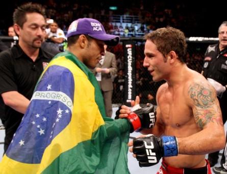 J. Aldo (esq.) volta a encarar C. Mendes (dir.) em agosto. Foto: Josh Hedges/UFC