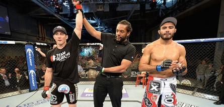 Kennedy (esq.) derrotou Sapo em 2013. Foto: Divulgação/UFC