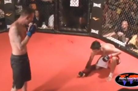 Pantangco (dir.) desiste de combate para poupar oponente. Foto: Reprodução/YouTube