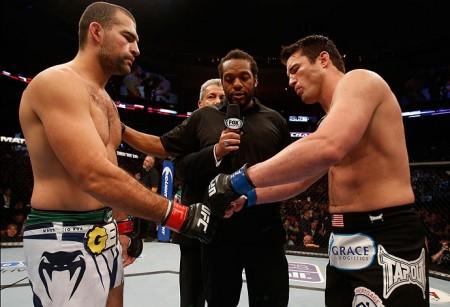 Sonnen (dir.) venceu Shogun (esq.) em agosto do ano passado. Foto: Josh Hedges/UFC