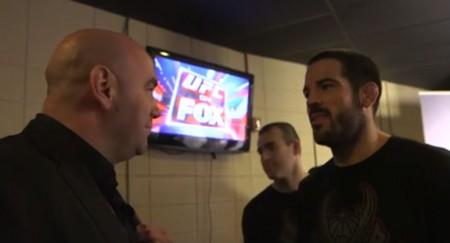 White (esq.) e Brown (dir.) conversam após UFC Fight Night 40. Foto: Reprodução/YouTube