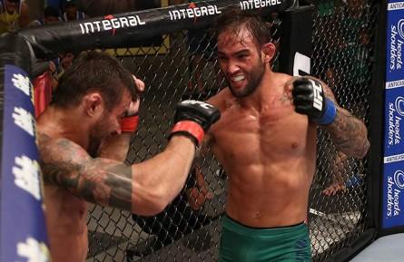 Bomba (dir.) foi eliminado nas quartas-de-final do TUF Brasil 3. Foto: Divulgação/UFC