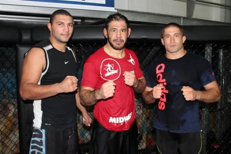 Da esquerda para a direita: Braddock, Minotouro e Pliev treinam na Team Nogueira. Foto: Divulgação