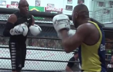 Spider (esq.) treina com Edelson Silva (dir.) na Team Nogueira. Foto: Reprodução/YouTube