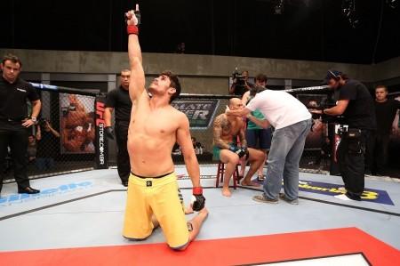 Cara de Sapato (foto) faturou o TUF Brasil 3 entre os pesados. Foto: Luiz Pires/UFC