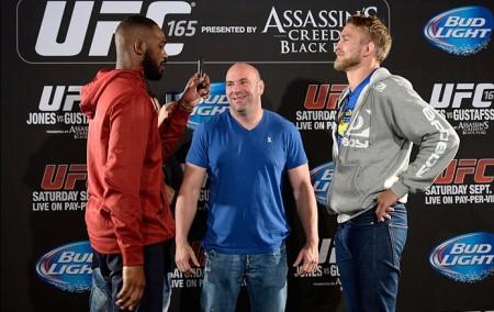 Dana (centro) revelou que Jones (esq.) tem evitado luta contra Gustafsson (dir.). Foto: Josh Hedges/UFC