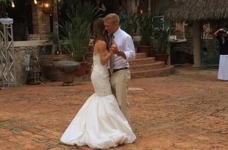 Dillashaw dança com a esposa Rebecca Reynoso. Foto: Reprodução/Twitter