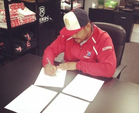 Muñoz (foto) renovou seu contrato com o UFC. Foto: Reprodução/Instagram