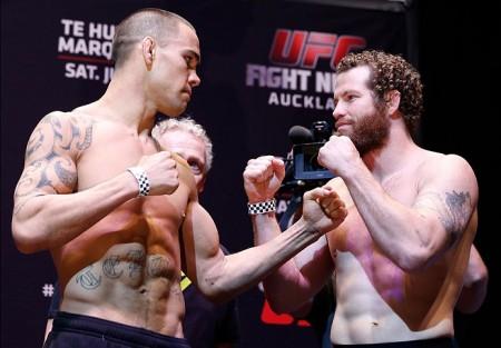Te Huna (esq.) e Marquardt (dir.) fazem a luta principal do UFC Fight Night Auckland. Foto: Josh Hedges/UFC