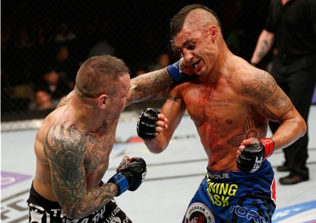Pearson (esq.) foi derrotado por Sanchez (dir.) no UFC Fight Night 42. Foto: Josh Hedges/Zuffa LLC