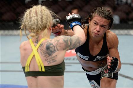C. Gadelha (dir.) venceu mais uma e manteve-se invicta como profissional. Foto: Josh Hedges/UFC