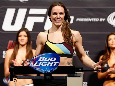 Davis (foto) enfrentará a campeã Rousey no UFC 175. Foto: Josh Hedges/Zuffa LLC