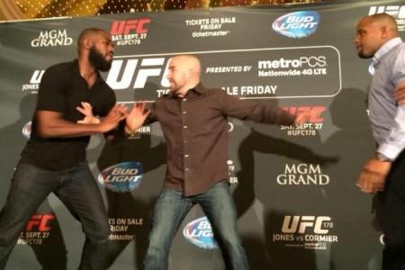Jones e Cormier brigaram durante evento promocional do UFC em agosto. Foto: Reprodução
