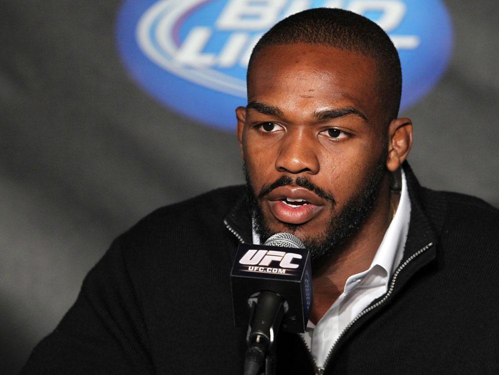 J. Jones (foto) defende o cinturão dos meio-pesados em janeiro. Foto: Josh Hedges/UFC