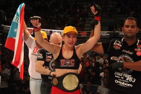Larrisa (foto) vagou o título da categoria até 61,2 kg do Jungle para se transferir para o UFC. Foto: Jungle Fight/Divulgação
