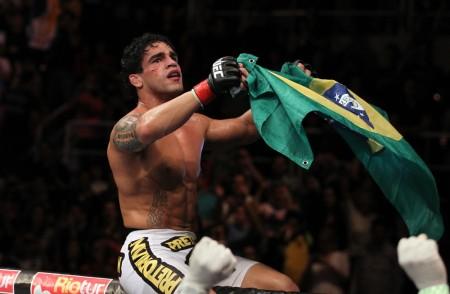 T. Tavares (foto) venceu a primeira como peso pena no UFC FN 47. Foto: Josh Hedges/UFC