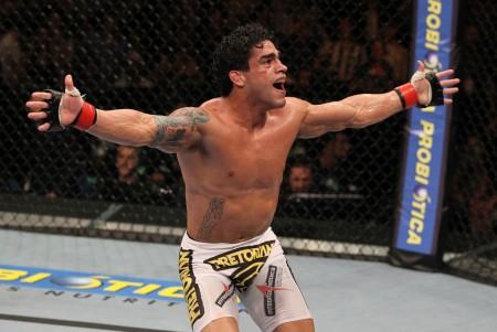 T. Tavares (foto) venceu em sua estreia como peso pena. Foto: Josh Hedges/UFC