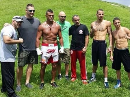 Vitor treina acompanhado dos parceiros da Blackzilianas. Foto: Reprodução/Instagram