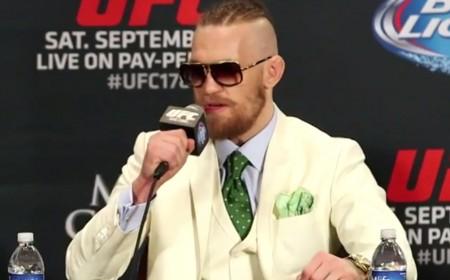 C. McGregor exibiu um estilo irreverente durante a coletiva do UFC 178. Foto: Reprodução/YouTube