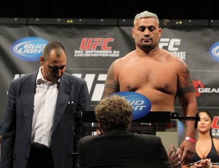 Hunt corre contra o tempo para bater o peso no UFC FN 52. Foto: Divulgação/UFC