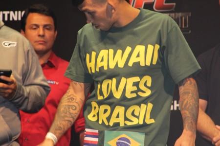 R. Duane e a camisa com declaração de amor ao Brasil. Foto: Lucas Carrano/SUPER LUTAS