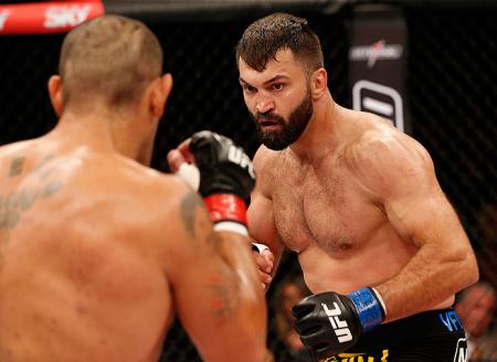 Arlovski (foto) pode ficar até seis meses parado por uma lesão no punho. Foto: Josh Hedges/UFC