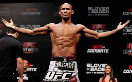 R. Jacaré (foto) faz a luta principal do UFC FN 50. Foto: Josh Hedges/UFC